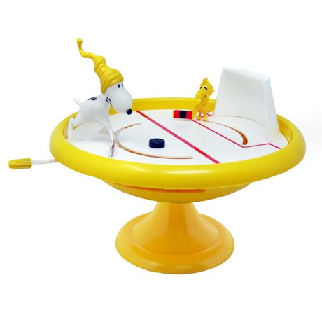 Peanuts Ice Hockey Game Figurine